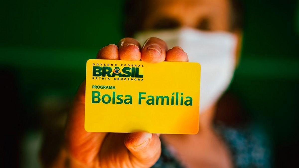 Governo prevê Bolsa Família de R$ 300 em novembro e dezembro